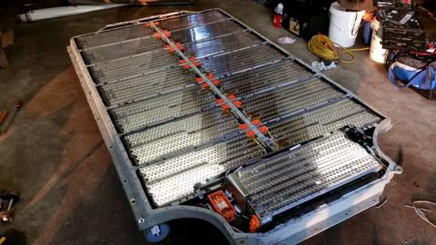 Az elektromos autókban használt lítium-ion elemcellák. Forrás: evannex.com, Conclude Zrt.