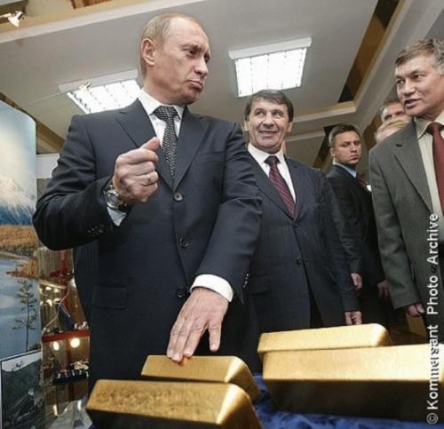 Vlagyimir Putyin aranyrudakkal fotózkodik