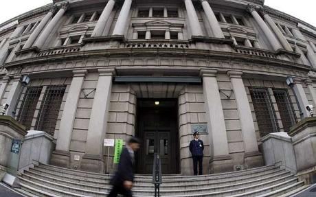 A Bank of Japan bejárata. Forrás: Bloomberg, Conclude Zrt.