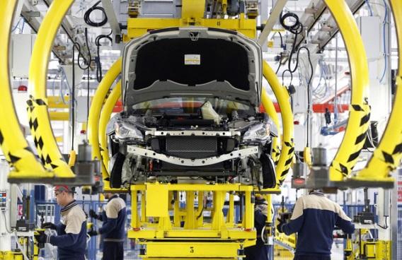 Ródium beszerelése autókatalizátorba. Forrás: www.bloomberg.com, Conclude Zrt.