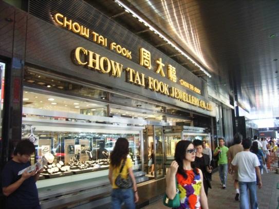 Az aranyárfolyam manipulálásért megbüntetett egyik sanghaji kereskedő üzlete. Forrás: fashionbi.com, Conclude Zrt.