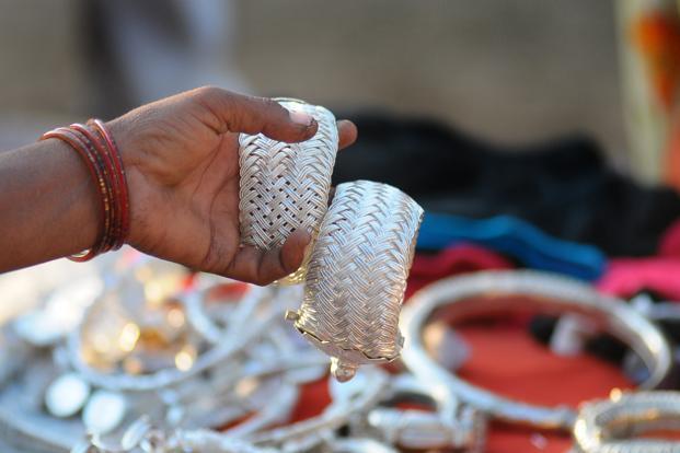 Ezüstékszerek egy indiai üzletben. Forrás: www.livemint.com, Conclude Zrt.