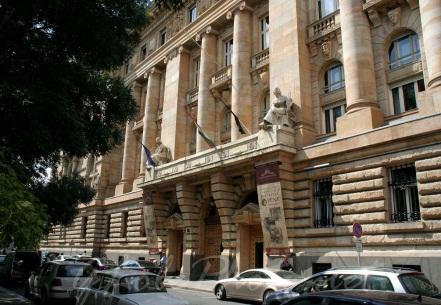 Az Magyar Nemzeti Bank bejárata