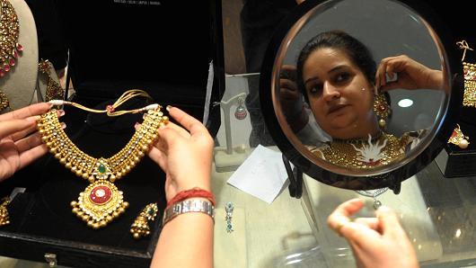 Indiai aranyékszer-üzletben. Forrás: AFP, Conclude Zrt.