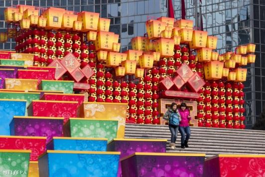 A kínai holdújévet köszöntő dekorációk Pekingben. Forrás: MTI/EPA, Conclude Zrt.