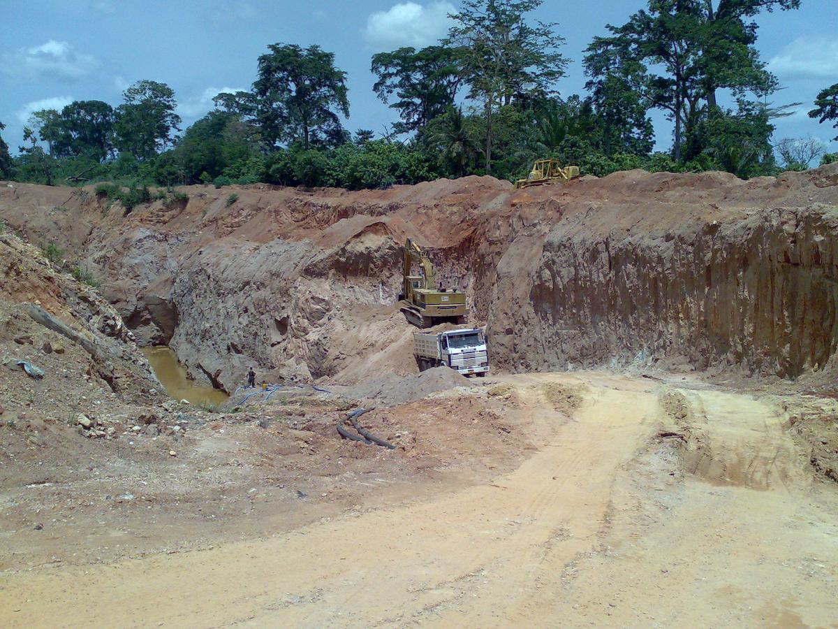"""A Conclude által kiválasztott és leszerződött terület Obuasi városától 20 kilométerre található, a """"telek"""" mintegy 20 hektáros illetve további területekkel bővíthető. Ez az Ashanti Gold Belt területén fekszik, amely jelenleg a világ egyik leggazdagabb aranyövezete, ahol tucatnyi nagy és több száz kisebb aranybánya működik."""