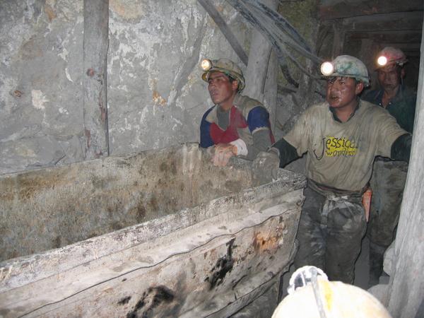 Szövetkezeti munkások a Potosí bányában. Forrás: Thomasin Turner, Conclude Zrt.