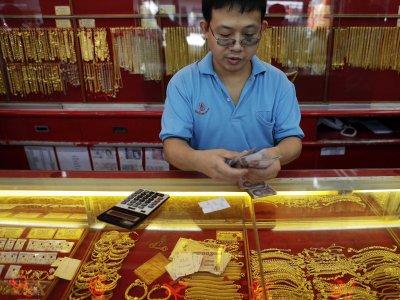 Az arany elveszíti mostani támogató pilléreit, miután a befektetési kereslet összeomlott és az Európai Központi Bankra nyomás helyeződik, hogy adjon el aranykészleteiből. Forrás: Businessinsider.com, Reuters, Morgan Stanley; Conclude Zrt.