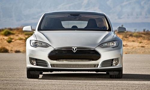 A Tesla-részvények hegymenetének záloga, az S Modell. Forrás: cleantechnica.com, Conclude Zrt.