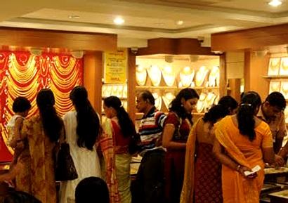 Az indiai kultúra jellegéből adódóan óriási mértékű, és szezonális az arany-kereslet az indiai piacon.
