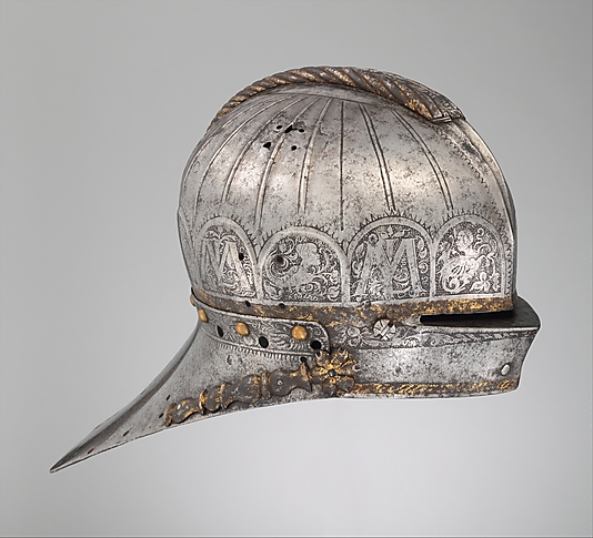 E lovagi tornákra készült sisakra vésett L és M az 1508-tól uralkodott és az 1526. augusztus 29-ei, törökök elleni mohácsi csatában életét vesztett II. Lajos magyar király és felesége, Mária kasztíliai infánsnő és ausztriai főhercegnő nevének kezdőbetűi.; Forrás: The Metropolitan Museum of Art, Conclude Zrt.