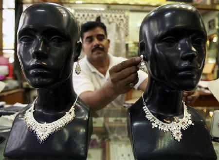 Indiai ezüstékszer-üzletben. Forrás: Reuters, Conclude Zrt.