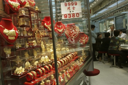 Kínai aranyékszer-üzlet. Forrás: Reuters, Conclude Zrt.